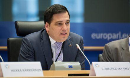 Le député européen Tomas Zdechovsky soutient les aidants